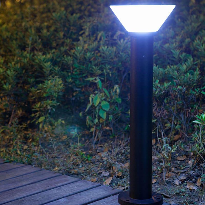 LED Solar Powered Bollard Fixture, Comparable to 60 Watt Halogen, 420 Lumens, 120 Watt Beam Angle, ID-1020